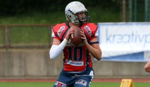 Quarterback Tom Schröder